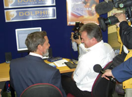Photo of David Blunkett having a demonstration of Dolphin�s products